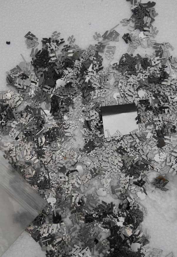 电子小件与铁渣铁屑分离